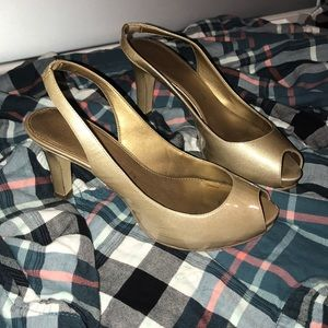 Marc Fisher nude champagne sling back heels